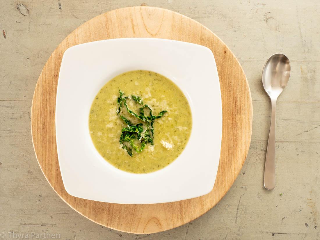 Wirsing-Suppe mit Parmesan