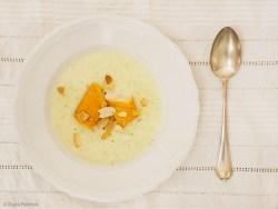 Chirocée-Cremesuppe mit Lachs und Mandelblättchen