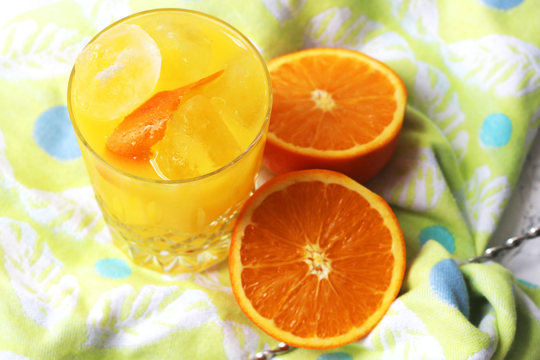 Screwdriver cocktail (vodka and orange)