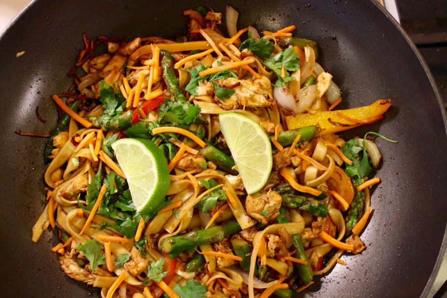 Easy Chicken Stir Fry with Noodles In Wok