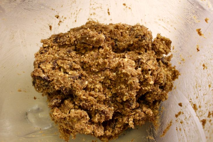 Healthy Oatmeal Raisin Cookie Dough