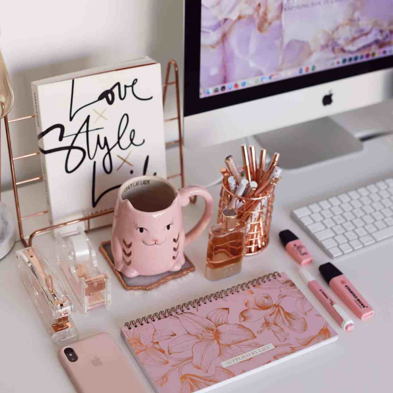 Lifestyle Desk Planner in Luxurious Rose Gold