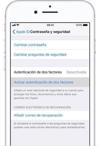 PantallaContraseñayseguridad del iPhone con la opciónActivarlaautenticacióndedosfactores seleccionada