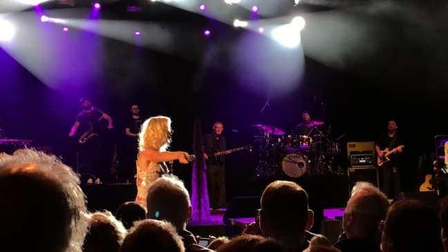 Joss Stone lässt das Publikum singen