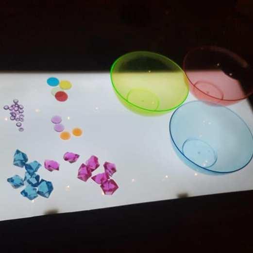 motricite-fine-tri-table-lumineuse
