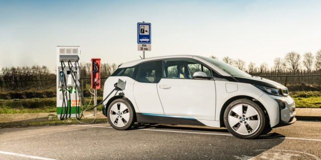 Carros elétricos mais baratos do que carros regulares em 2022