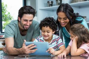 Aprenda como manter seus filhos seguros com o software de monitoramento de celular