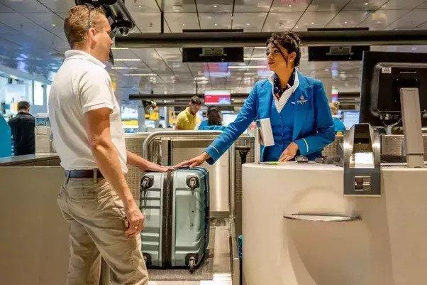 Regras dos aeroportos sendo cumpridas fora do país