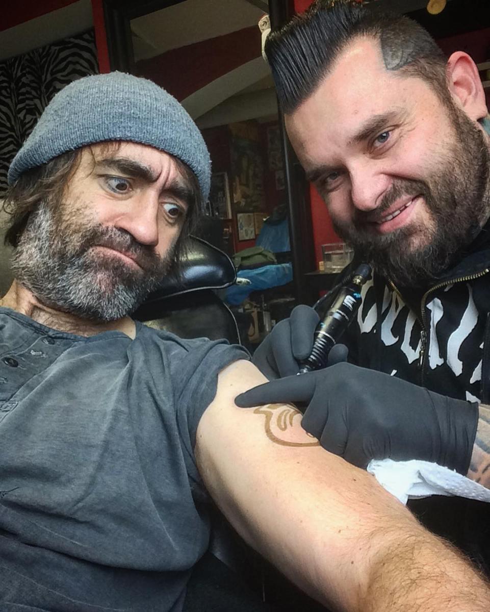 Jakub Kohák šel do tetování. Nechal si vytetovat jazyk...
