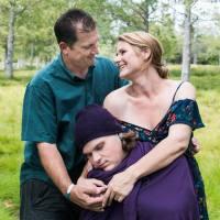 Skvělý nápad, rozešli se před porodem, tak si pořídili fotky s miminkem o dvacet let později...