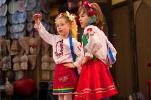 Bambine in scena al Suq