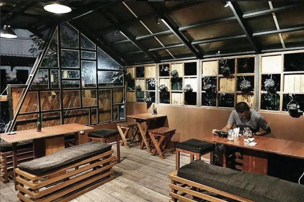 Hoomee Cafe inside