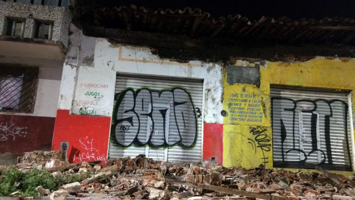 (170908) -- CHIAPAS, septiembre 8, 2017 (Xinhua) -- Vista de daños en una calle luego de un sismo en Tuxtla Gutiérrez, estado de Chiapas, México, el 8 de septiembre de 2017. El Servicio Sismológico Nacional (SSN) de México ajustó de 8 a 8,4 la magnitud del sismo que sacudió la noche del jueves al menos seis estados mexicanos, la Ciudad de México, y se sintió también en varios países centroamericanos. (Xinhua/Str) (vf) (ce) ***MAXIMA CALIDAD DE ORIGEN***