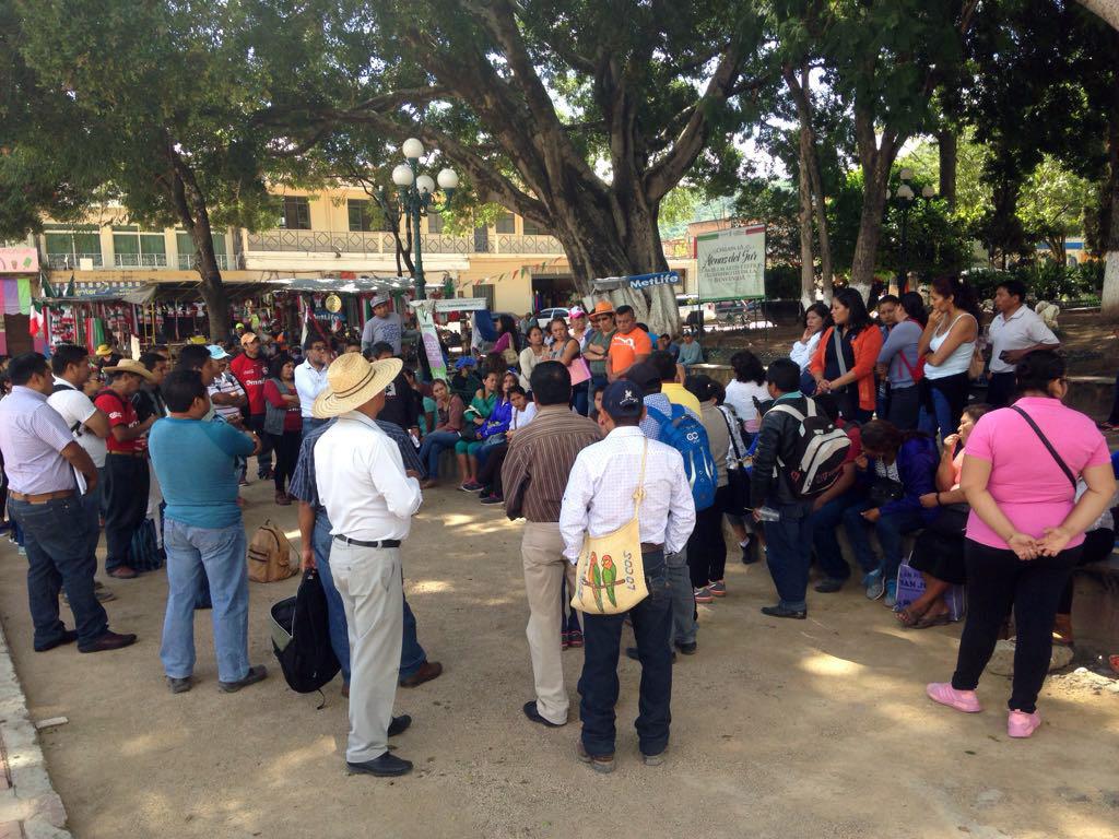 Chilapa, Gro. 06septiembre2017.  Reunión de integrantes de la dirección regional y secundarias técnicas de la CETEG ayer en el centro de Chilapa. Foto: Luis Daniel Nava.