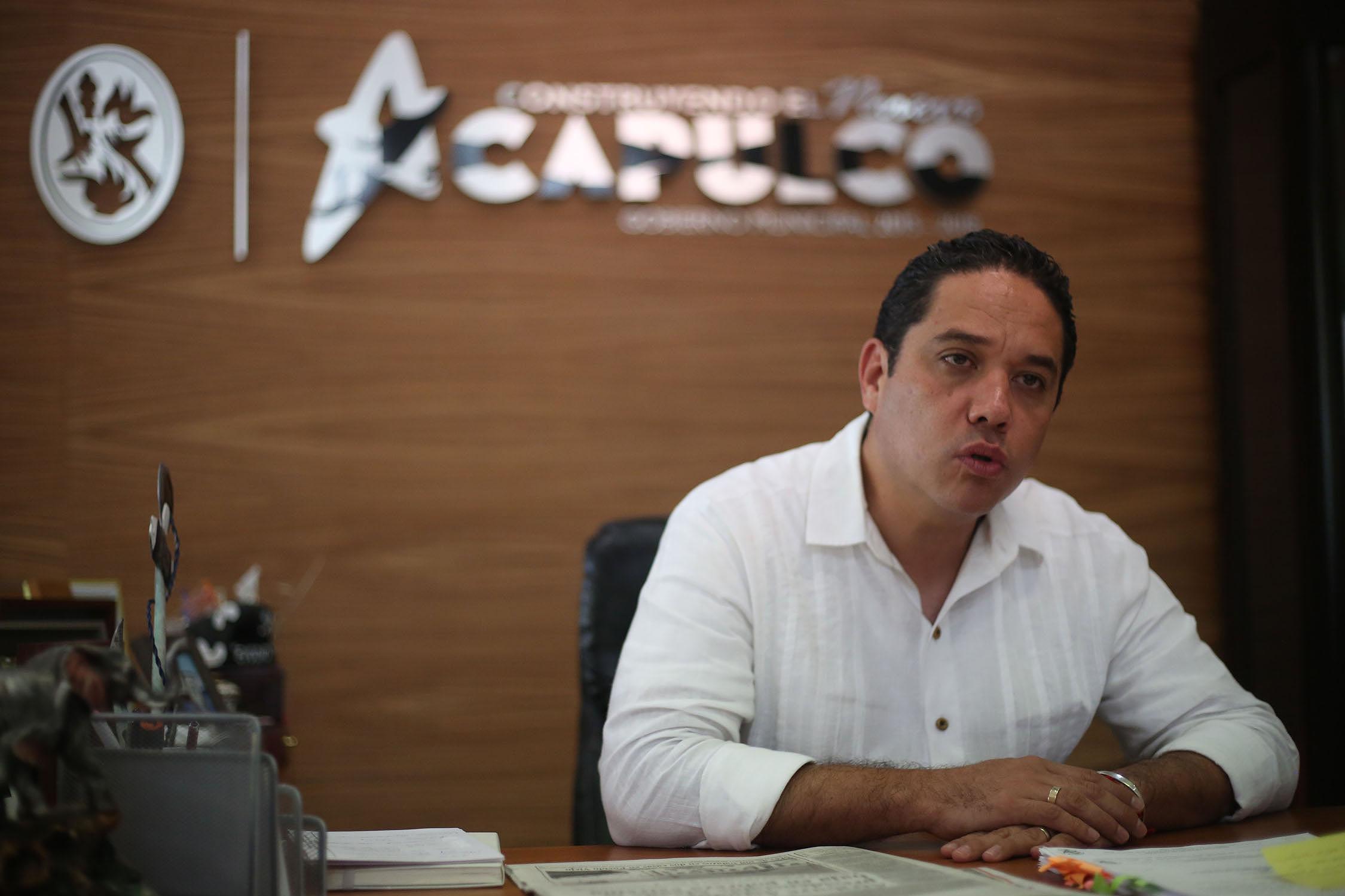 Acapulco,Gro/02septiembre2017/  El Alcalde de Acapulco Evodio Velázquez  durante  la entrevista para El Sur, en las oficinas de la presidencia Municipal. Foto: Jesús Trigo