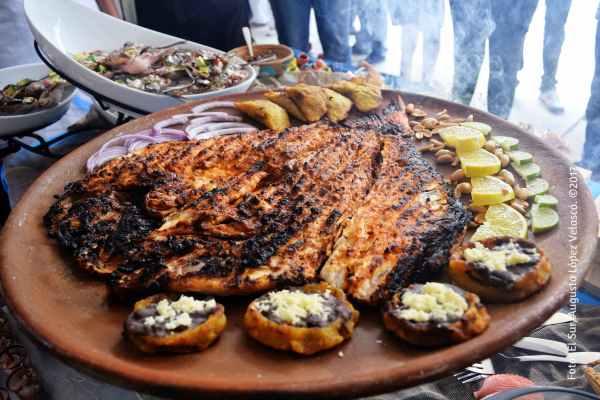 La vista y el paladar de los asistentes disfrutaron de la variedad de recetas del pescado a la talla. Foto: El Sur/Augusto López Velasco. ©2017