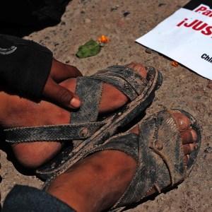 Un niño descansa durante el mitin para exigir justicia al cumplirse un año del asesinato de Ranferi Hernández Acevedo. Foto: Jessica Torres Barrera