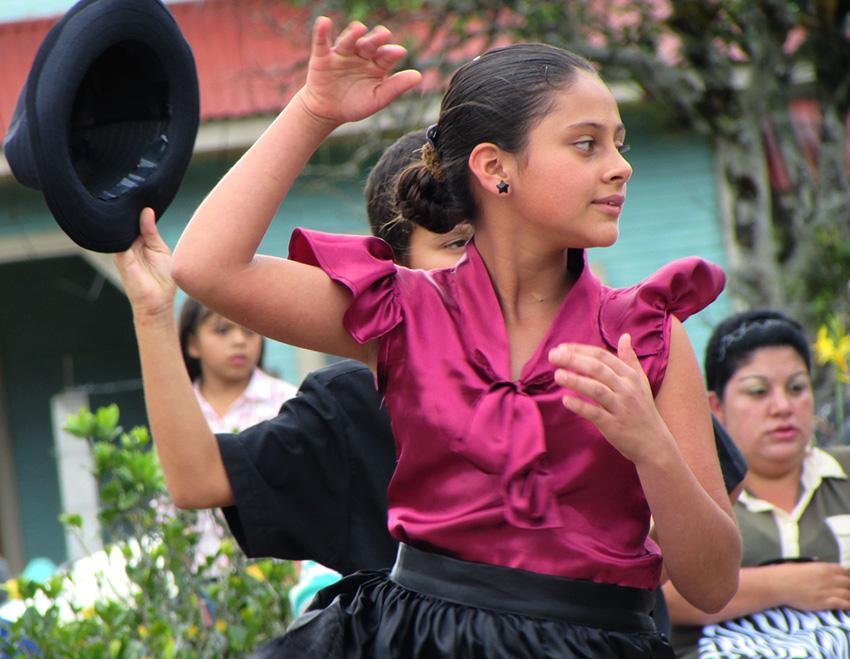 Comunidad de Dota celebra la vida en festival cultural11