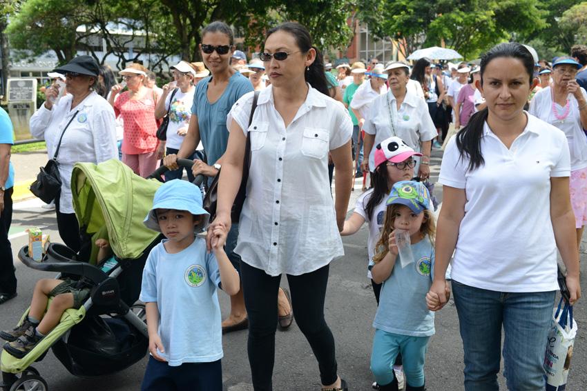 UCR celebra la caminata Un Abrazo Mundial5