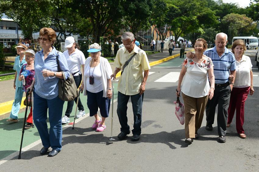 UCR celebra la caminata Un Abrazo Mundial6