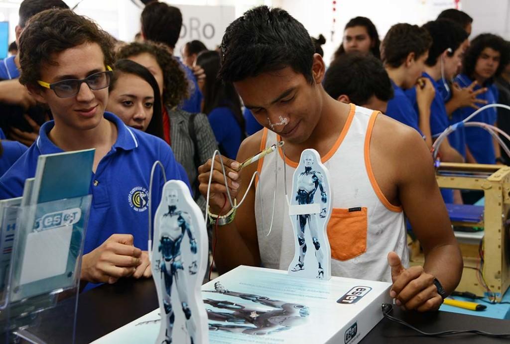 UCR celebro III Feria de Tecnologia5