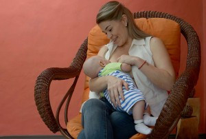 Ticos reconocen conveniencia de lactancia materna
