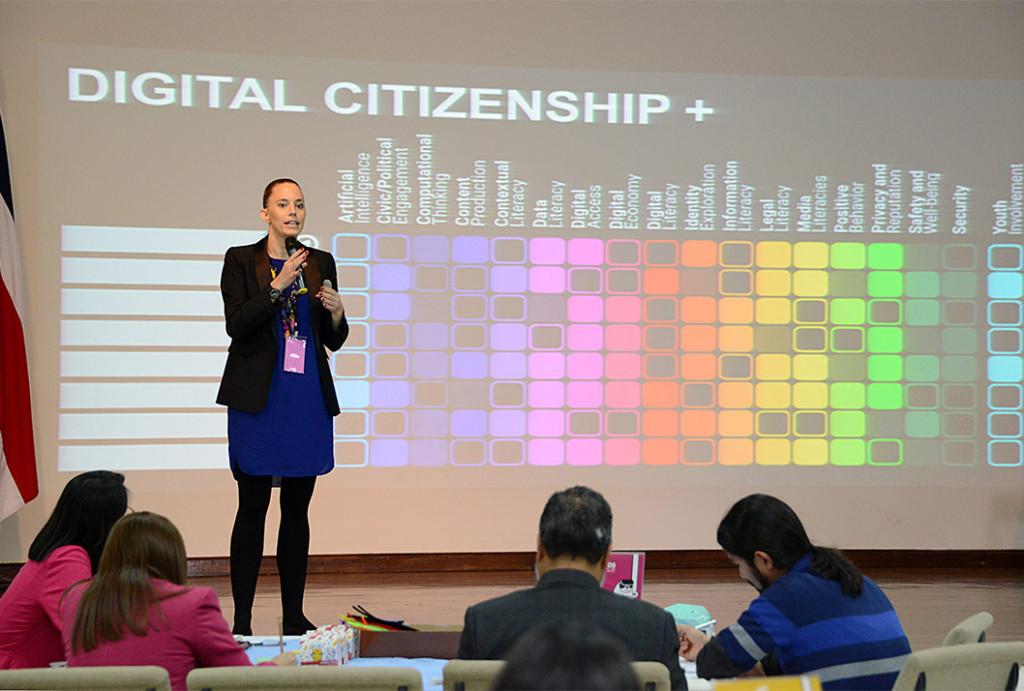 UCR Costa Rica alberga debate sobre inclusion tecnologica en Latinoamerica5