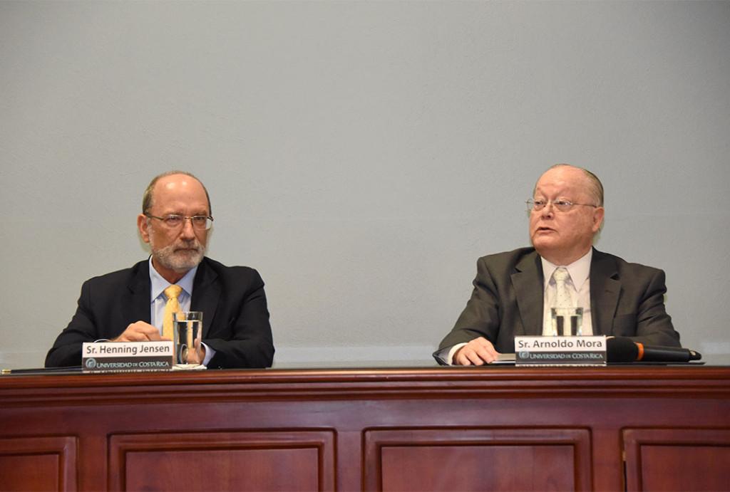 El Dr. Henning Jensen, rector de la UCR, destacó que las autoridades que crearon la Universidad de Costa Rica establecieron las bases de la autonomía universitaria garantizada constitucionalmente. - foto Laura Rodríguez Rodríguez.