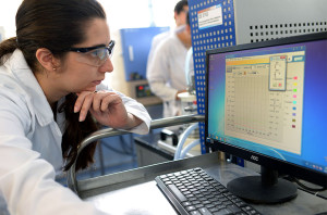 04/10/2017, Laboratorio de Ingeniería Química, estudiantes, computadora,