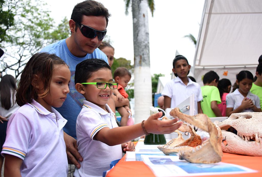 Iniciativas ambientales y apoyo a comunidades pesqueras son aportes destacados de la UCR en el Pacifico2