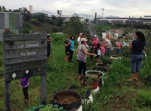 UCR Iniciativa estudiantil y comunidad de Los Cipreses reconstruyen la historia del barrio