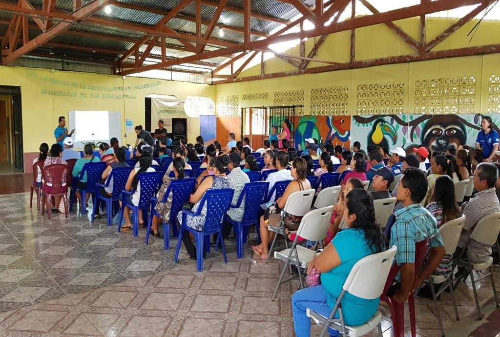 Un poco más de 120 personas asistieron a la mañana de coordinación distrital el pasado 9 de junio y compartieron las propuestas generadas en cada una de las áreas de trabajo. (fotografía María Peña).