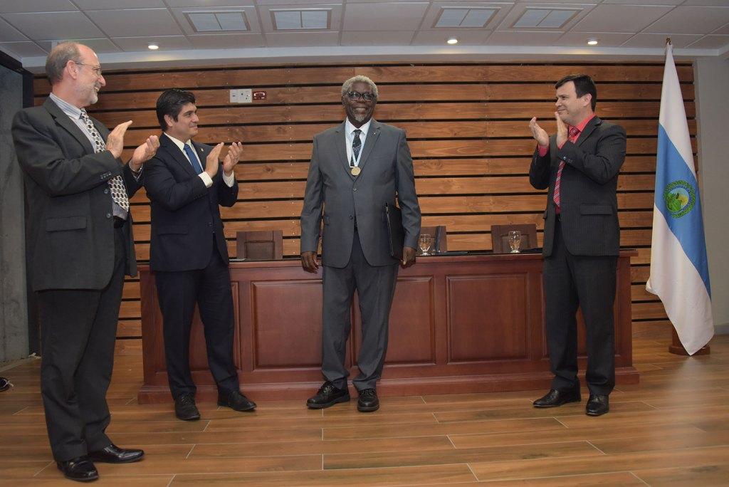 En el acto oficial participaron como invitados especiales Carlos Alvarado, presidente de la República; Henning Jensen, rector de la UCR, y Rodrigo Carboni, director del Consejo Universitario. Foto: Anel Kenjekeeva.