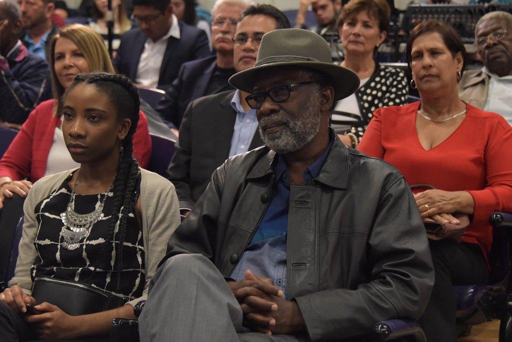 Familiares, colegas y amigos de Quince Duncan se reunieron en el auditorio de la Facultad de Medicina para homenajearlo. Foto: Anel Kenjekeeva.