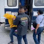 Jóvenes amuzgos fueron reclutados por 300 pesos al día para tomar casetas