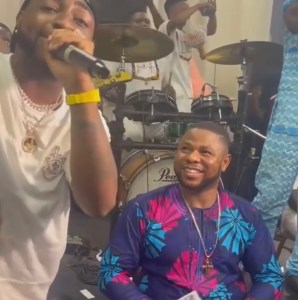 Davido Joins Yinka Ayefele On Live Stage, Sprays Him 1 Million & Performs His Hit Song   WATCH