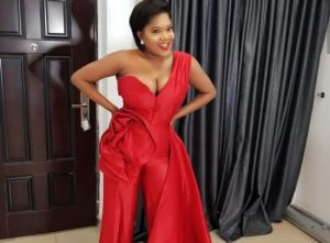 Viral Video Of Toyin Abraham Kissing Wizkid In Public