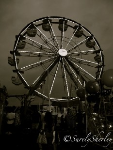Copyright © Sherley J. Edinbarough (Surely, Sherley and/or SurelySherley), 2014. The Ferris Wheel blanketed by a thick veil of gray clouds.