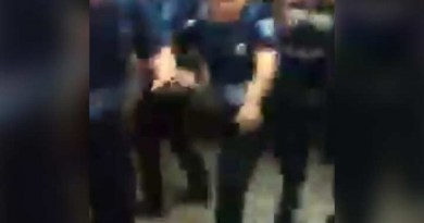 Captan golpiza de policías a hombre cerca de Metro Indios Verdes