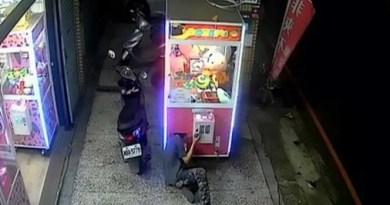 El robo perfecto en una máquina de peluches