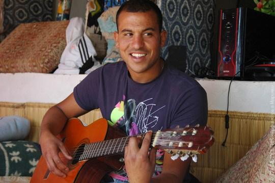 Вечерняя гитара в лагере | Школа серфинга Surf-Burg