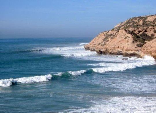 Волны на серф споте Killer point | школа серфинга Surf-Burg