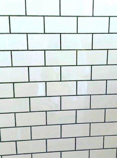 white subway tile grey grout