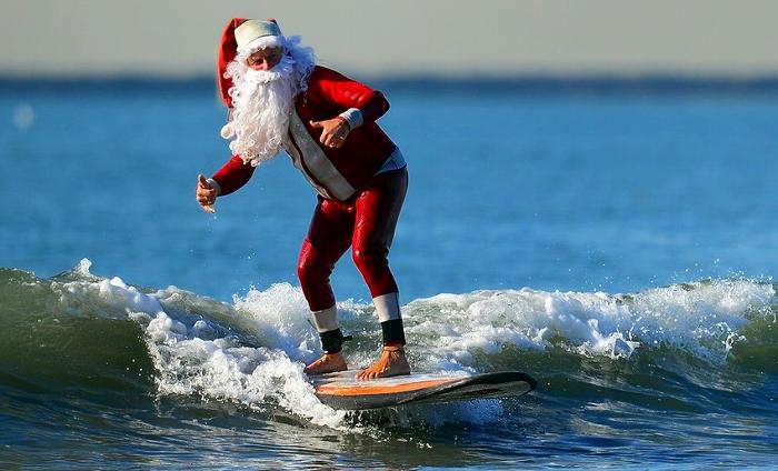クリスマスはサンタクロースがサーフィン!?話題の映像集
