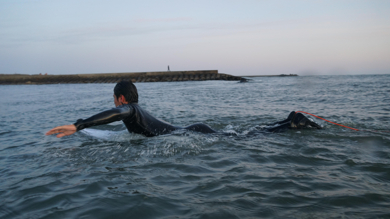 【サーフィン】パドルのやり方・コツ・筋トレ方法は?プロサーファーに聞いてみた!