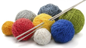 Yarn-and-knitting-needles