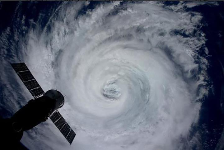 悪魔の目台風15号接近