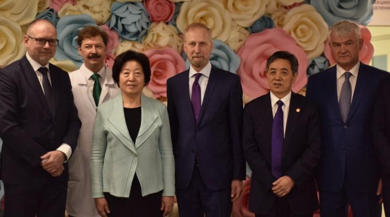 Заместитель Председателя Госсовета КНР г-жа Сунь Чуньлань посетила Центр акушерства, гинекологии и перинатологии им. В.И. Кулакова