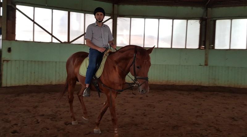 Верховая езда — лишний вес не нужен