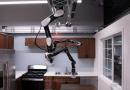 Робот дворецкий работает с потолка